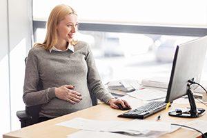 Schwangerschaft am Arbeitsplatz: Wie kann der Betriebsarzt helfen?
