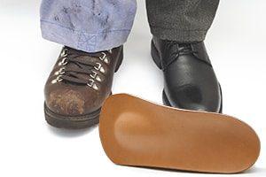 So lassen sich Arbeitnehmer Schuheinlagen vom Betriebsarzt verschreiben